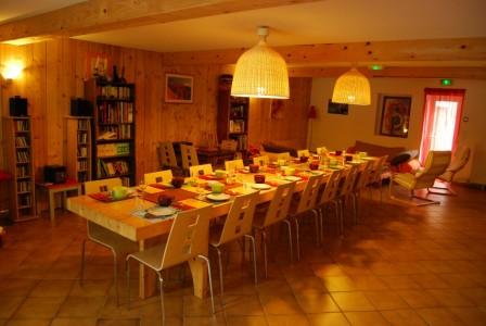Salon du Grand Gite de Groupe en Pyrenees Cathares